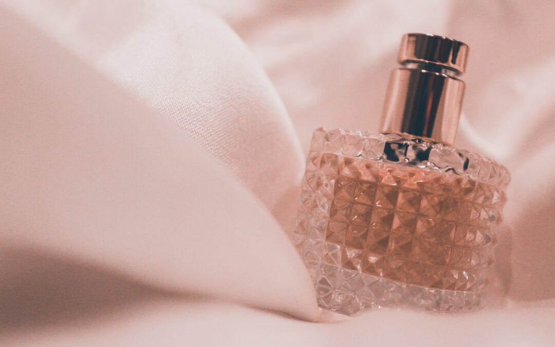 Paznokcie na wiosnę i perfumy nalewane, czyli najnowsze wiosenne trendy